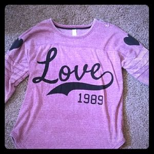 Cute love t-shirt never worn XXL size(19)